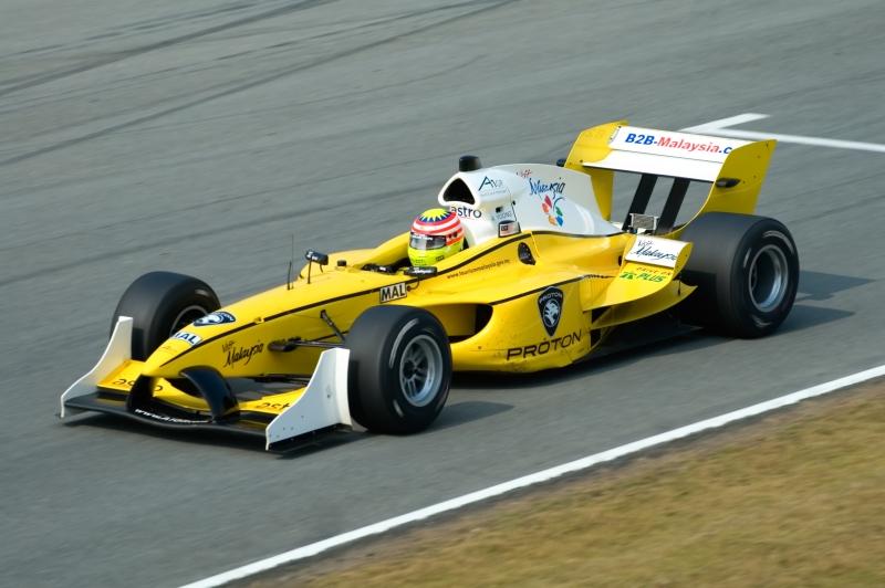 606547-car-racing-at-a1gp